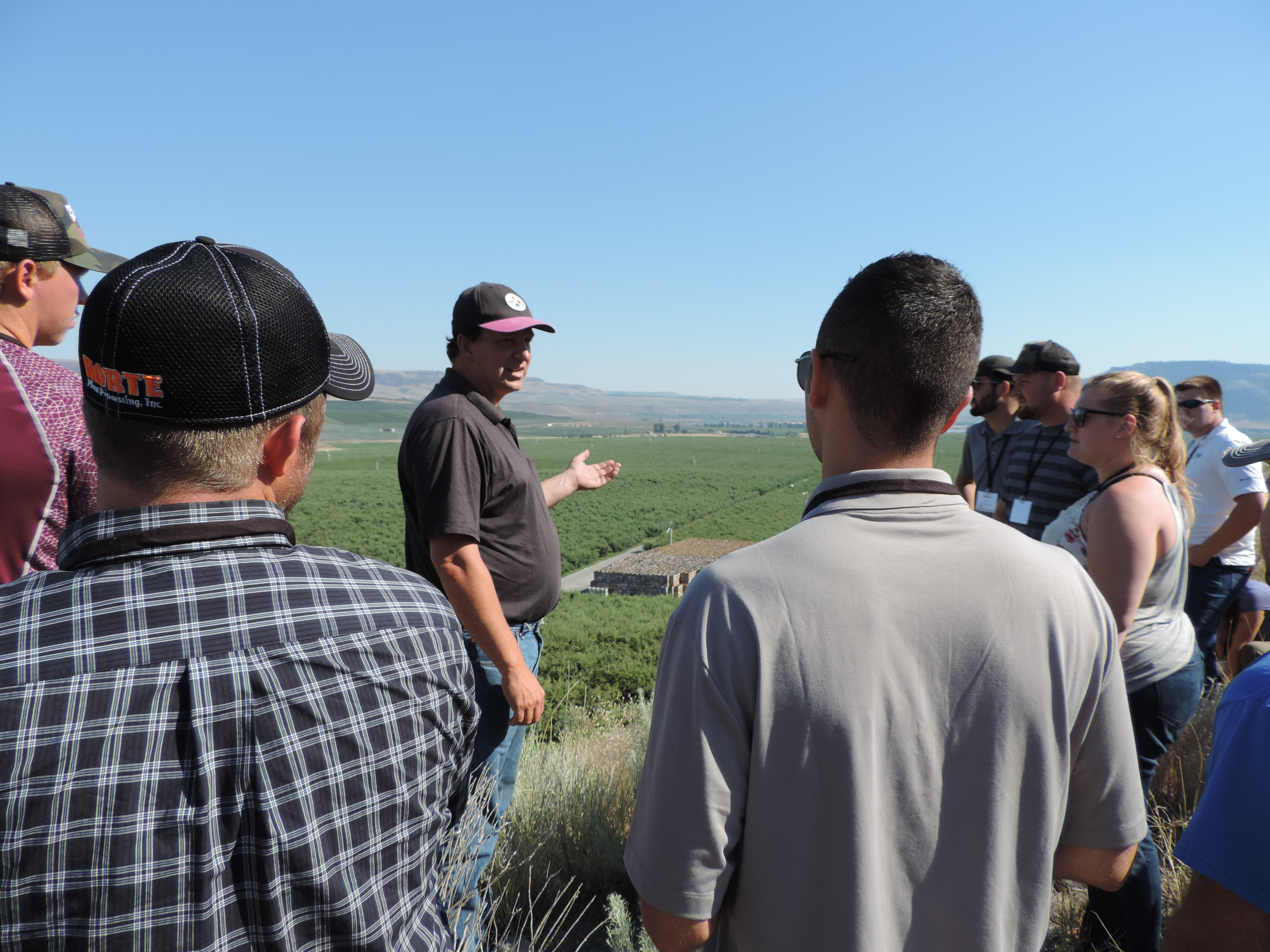 IFB Young Leaders tour diverse ag industry in Washington state