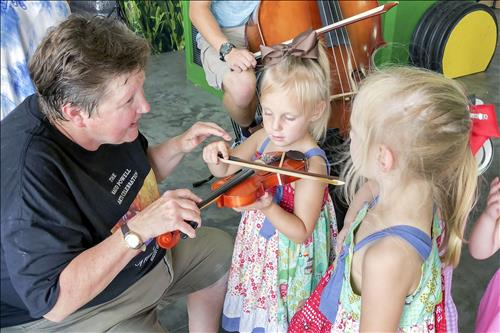 On-farm concert fuels music, ag passion